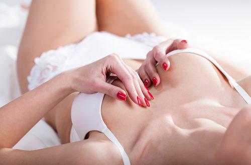 gli uomini preferiscono le donne con seno piccolo