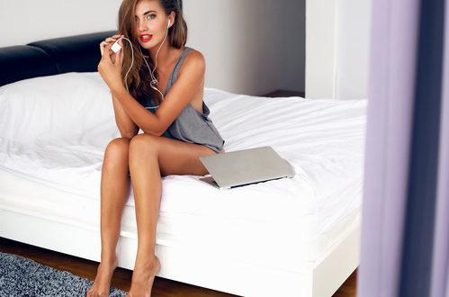 Porno, le donne esplorano la propria sessualità sul web